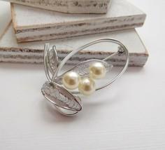 Vintage White Glass Pearl Silver Filigree Leaf Flower Brooch Pin T21 - $14.30