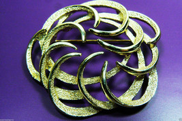 VINTAGE SARAH COVENTRY COV GOLD TONE FLORAL WREATH PIN BROOCH - $33.26