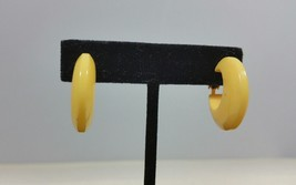 Vintage Bakelite 1 Inch Cornflower Yellow Clip Hoop Earrings Simichrome ... - $64.99