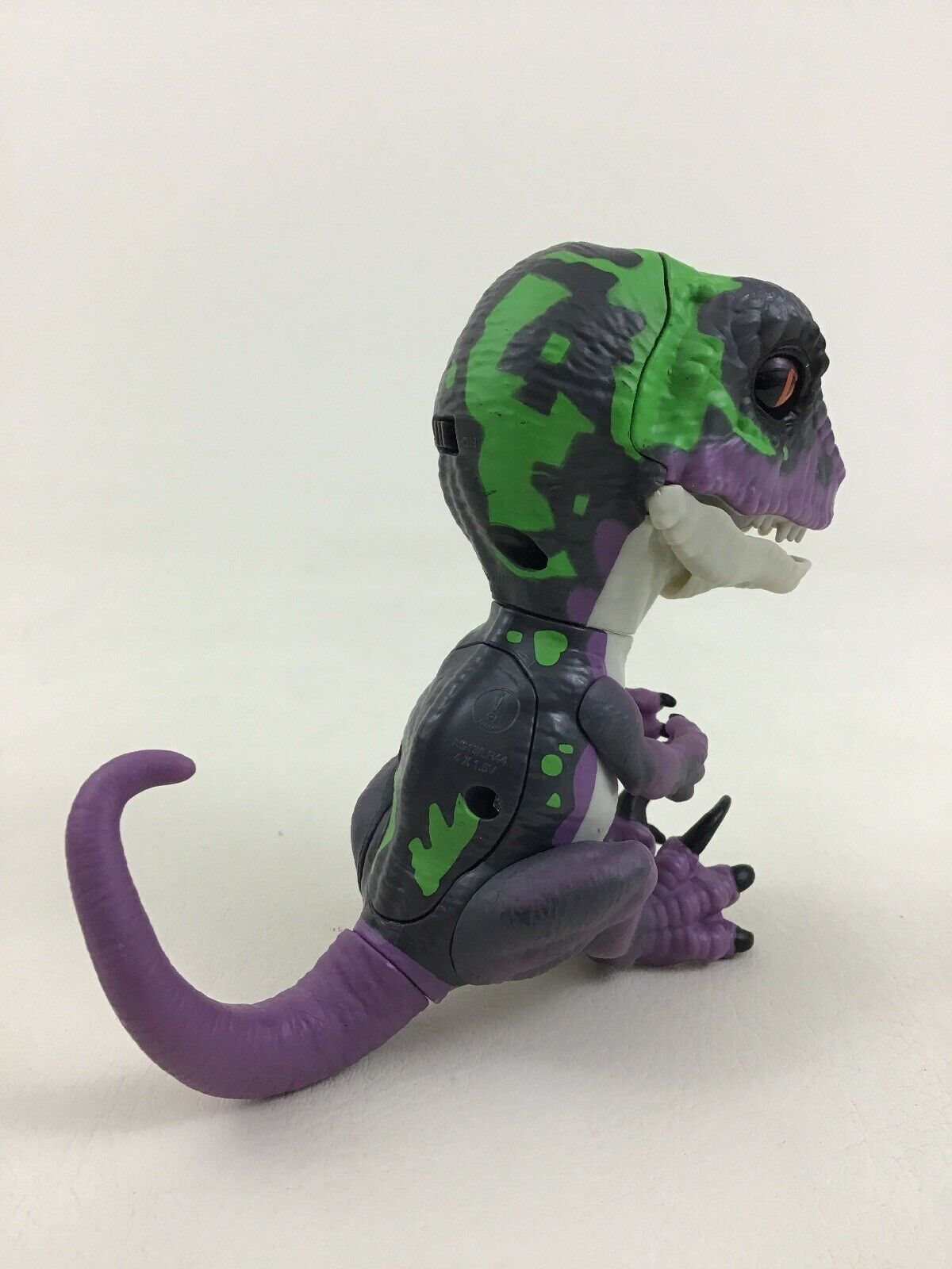 Fingerlings Untamed Razor Raptor Purple Dinosaur Interactive Toy WowWee