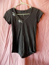 Womans Gap Xs Short Sleeve V Neck Top With Flowers - $14.00