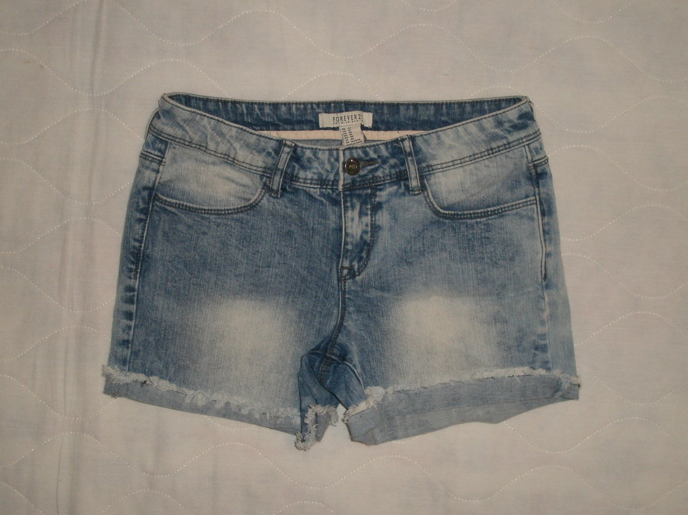 Primary image for Forever 21 Acid Wash Cuffed Frayed Hem Denim Jean Shorts Size 27