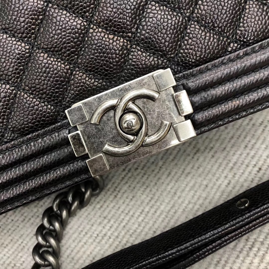 AUTHENTIC CHANEL LE BOY BLACK QUILTED CAVIAR LEATHER MEDIUM FLAP BAG RHW image 5