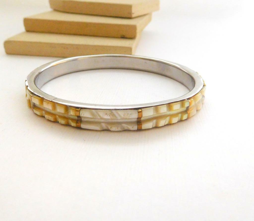 Vintage White Cream Carved Mother Of Pearl Shell Bangle Bracelet B44