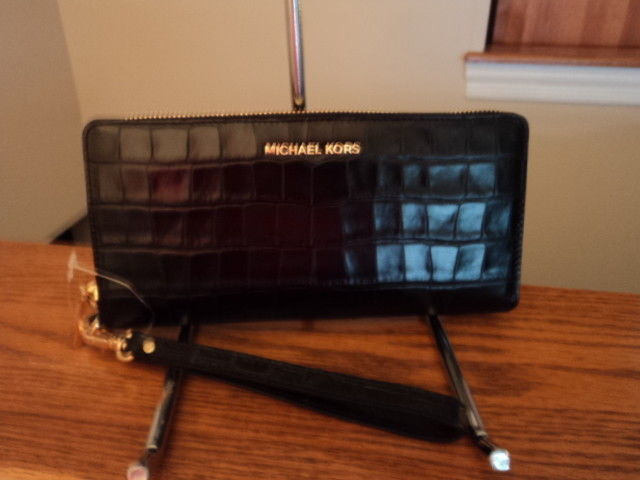 45ffcd9e8a0e S l1600. S l1600. Previous. Michael Kors Travel Leather Continental Zip Wallet  Money Pieces Black Embossed
