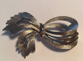 Vintage JJ Textured Knotted Ribbon Silver Tone Brooch - $11.83