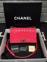 NEW AUTH CHANEL PINK QUILTED PATENT LEATHER MEDIUM BOY FLAP BAG