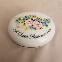 Avon Valentine's Day 1982 A Sweet remembrance A Token of Love trinket box - $4.95