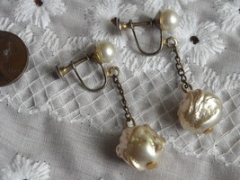 Vintage Screw Back Earrings Dangle Ivory Faux Pearls On Gold Tone Base - $7.50