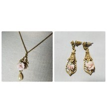 Vintage Signed 1928 Jewelry Set Gold Tone Flower Necklace & Matching Ear... - $27.79