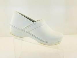 Dansko Womens White Professional Clog Shoes Size 40 US size 9.5 Closed Back - $23.47
