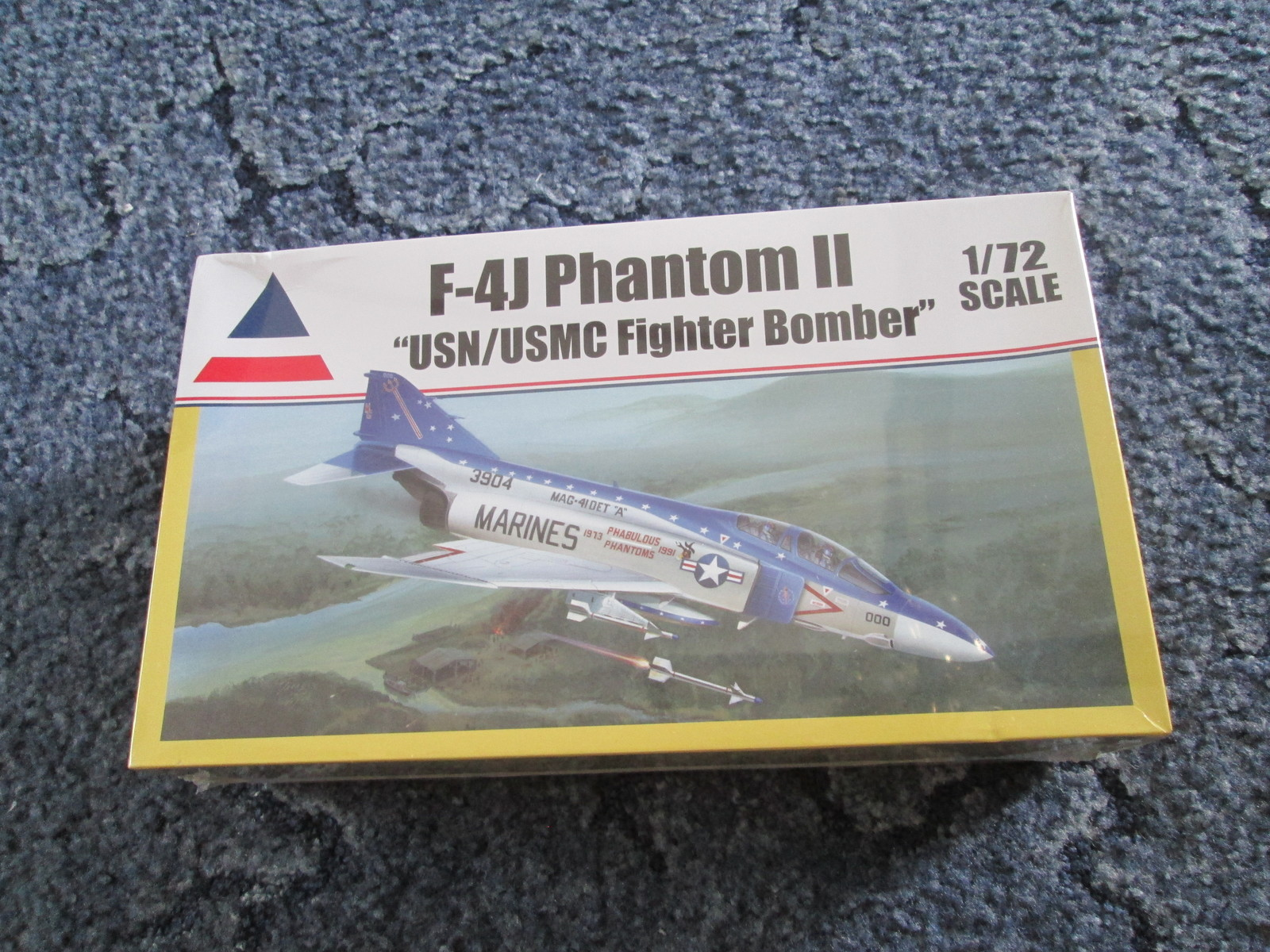 Accurate Miniatures F-4J Phantom II USN/USMC Fighter Bomber 1/72 scale