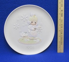 Precious Moments Collectors Plate 1995 Christmas He Covers The Earth w Beauty - $9.85