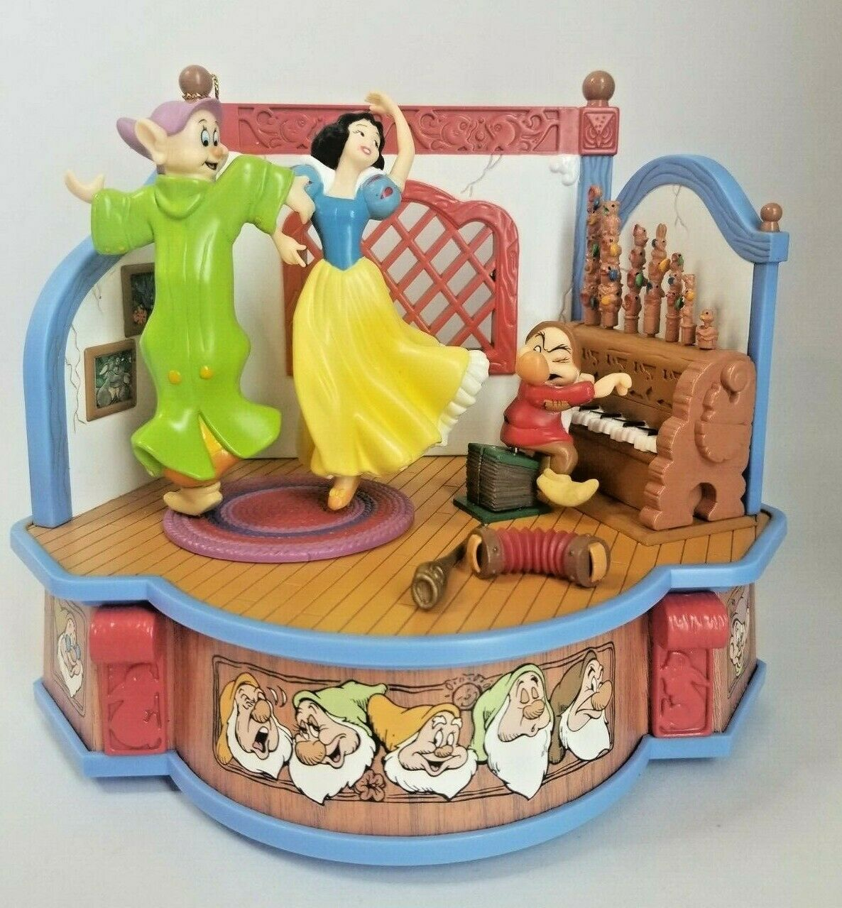 "Primary image for Enesco Walt Disney's Snow White ""Whistle While You Work"" Multi-Action Musical"