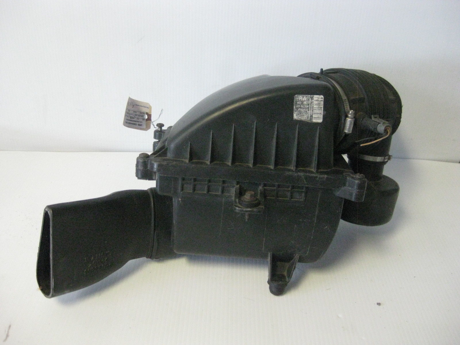Oldsmobile Cutlass 1995 Air Intake Breather Box Assembly OEM
