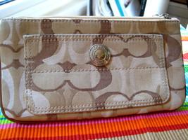 COACH Pouch Tan Canvas Leather Signature C Top Zip Wristlet NICE - £23.59 GBP