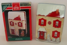 HALLMARK 1992 THE NIGHT BEFORE CHRISTMAS Display House + 1 ORNAMENT - $12.19