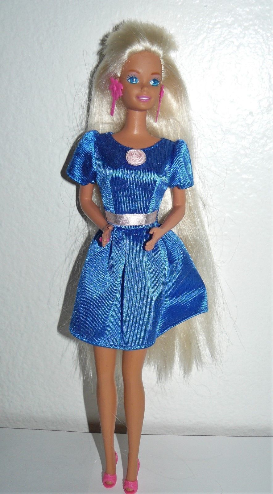3f154c49665c S l1600. S l1600. Previous. Mattel 1970 s Twist  N Turn Barbie Doll blue  satin dress pink earrings   shoes