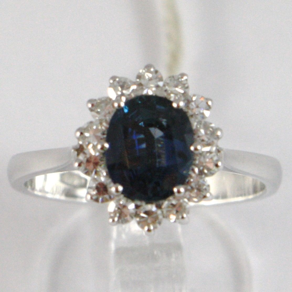 WHITE GOLD RING 750 18K, ROSETTA WITH SAPPHIRE OVAL CT 0.95 AND DIAMONDS CT 0.36