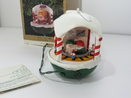 1993 Hallmark Keepsake Ornaments Santa's Workshop Magic Light and Motion - $18.76