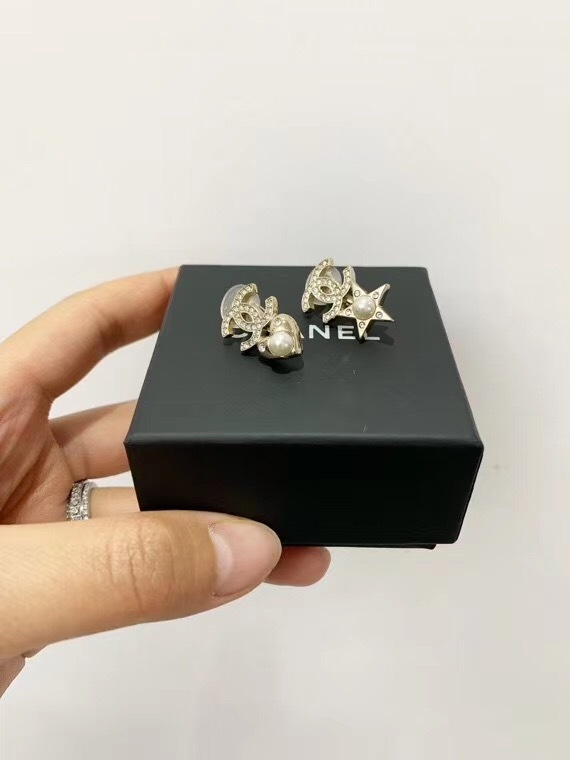 Auth Chanel 2019 CC Logo Crystal Star Pearl Clip On Earrings Gold