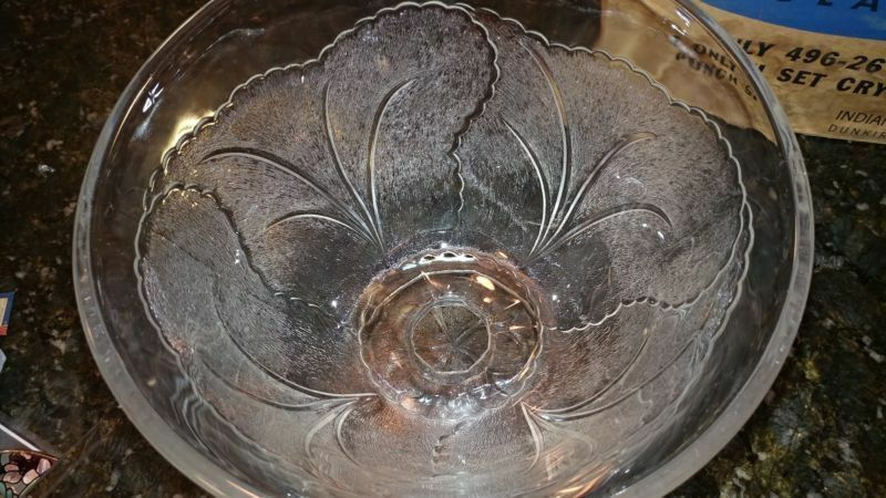 Pretty Crystal lndiana Glass Clear Leaf Design Punch Bowl Cups Hooks 25pc Set