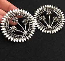 Round Classy Flower Indian Fashion Bollywood Classy Silver Ethnic Studs ... - €5,09 EUR