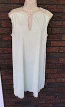 Vintage Vanity Fair Nightgown Large Pale Green Ivory Lace 100% Nylon Sle... - $19.80