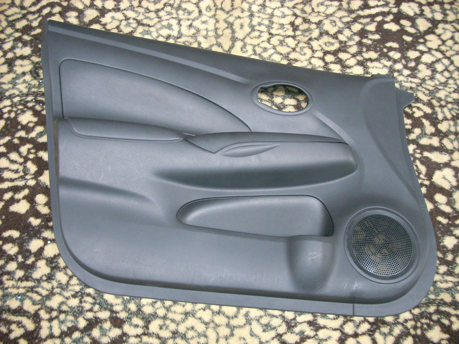 2012 NISSAN VERSA LEFT FRONT DOOR TRIM PANEL