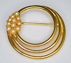 Vtg 1950s Crown Trifari Signed Gold Tone Faux Pearl Circle Brooch Pin - $29.70