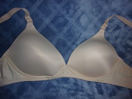 fbf8cb1273 38C GUC Hanes Women  39 s Lift Perfection Wire Free Plunge Bra G158 - · Add  to cart · View similar items