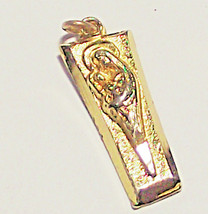 VINTAGE VIRGIN MARY HOLDING BABY JESUS GOLD TONE RELIGIOUS PENDANT NO CHAIN - $7.99