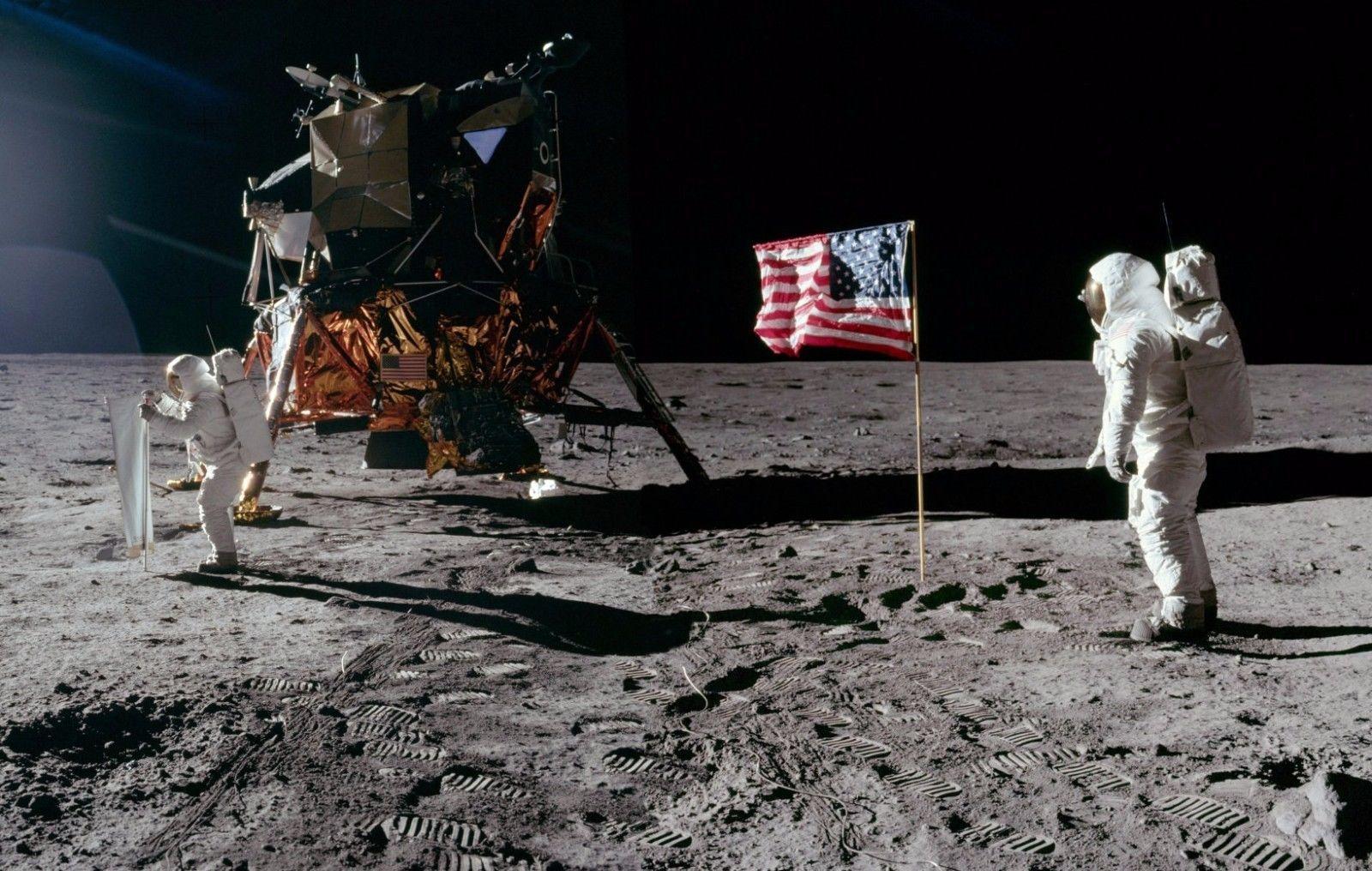 Os astronautas Neil Armstrong e Buzz Aldrin no Mar da Tranquilidade em 1969. Foto: NASA.