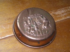 Vintage Small Round Solid Copper Food Mold Wall Hanging with Two People ... - $10.39