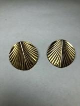 Vintage Costume Jewelry Earrings Gold Tone Leaf Pattern - $4.39