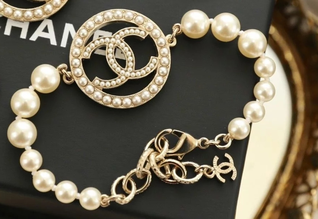 Authentic CHANEL 2017 CC Charm Pearl Bracelet Gold NEW