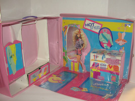 Vintage Barbie Boutique Fold Up Store Doll Carry Case Extra Large 1990 - $15.99