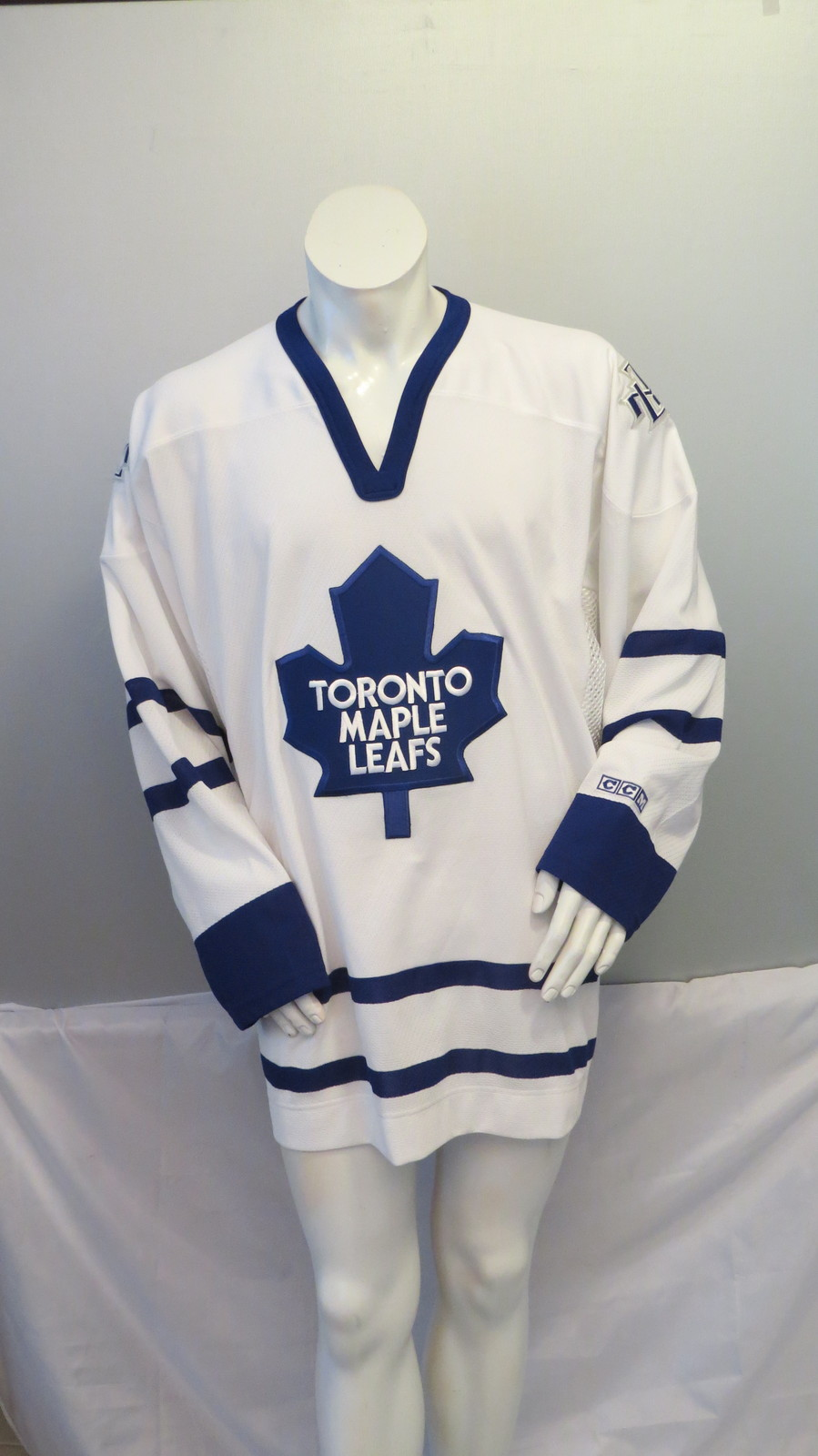 quality design 6b275 e26ed Toronto Maple Leafs Jersey (Retro) - Away and 19 similar items