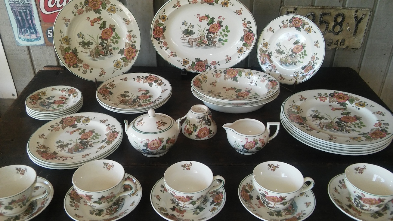 FREE SHIPPING! Wedgwood Eastern Flowers Pattern No. T.K.P. 426 33 Pieces!