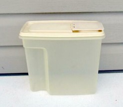 Large Rubbermaid #2 Cereal / Pasta 21 Cup Food Storage Saver 2 pc Contai... - $14.80
