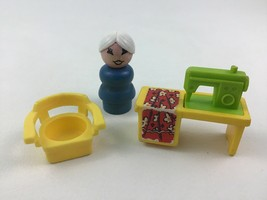 Fisher Price Sewing Machine 725 Utility Play Family Little People Vintage 1972 - $22.23