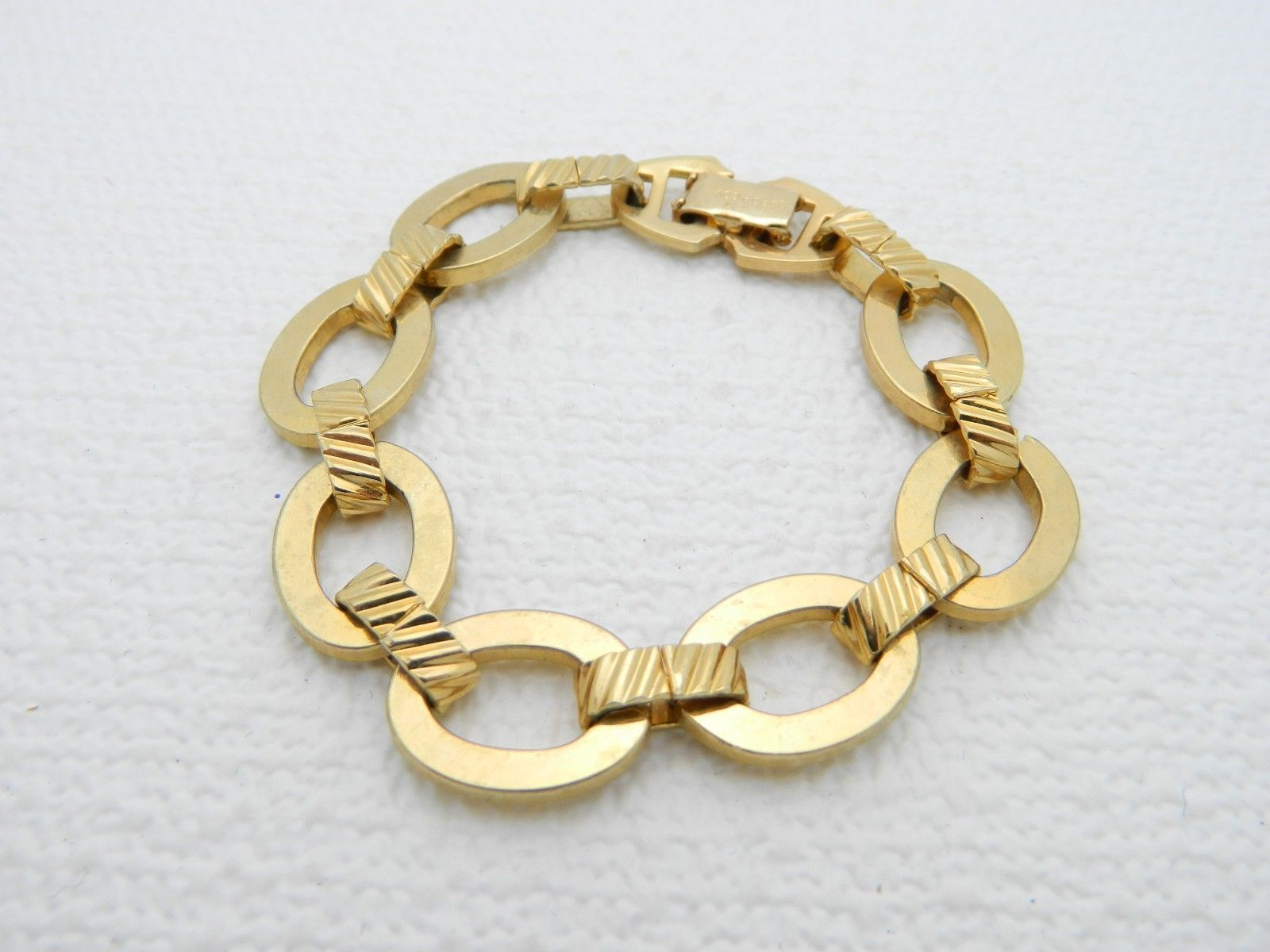 VTG SARAH COVentry Gold Tone Chain Link Open Work Bracelet
