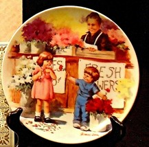"""""""The Flower Arrangement""""  by Jeanne Down Plate with Box ( Knowles ) AA20-CP2200"""