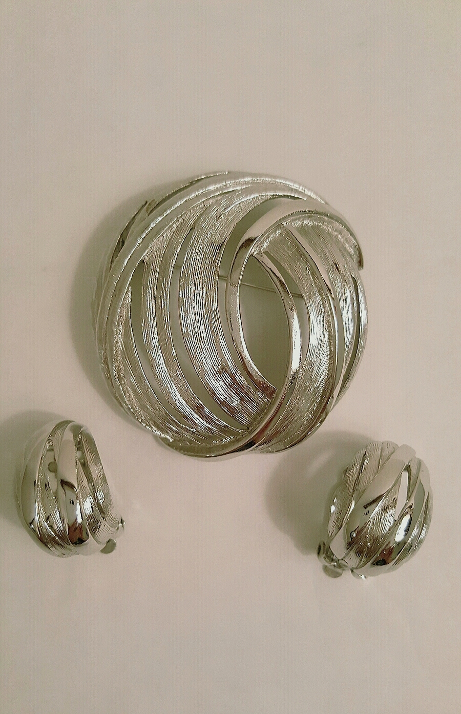 Vintage Round Abstract Silver Tone Brooch and Earring Set