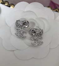 100% AUTH CHANEL 2018 Spring CC Crystal Bow Dangle Drop Earrings LIMITED EDT  image 4