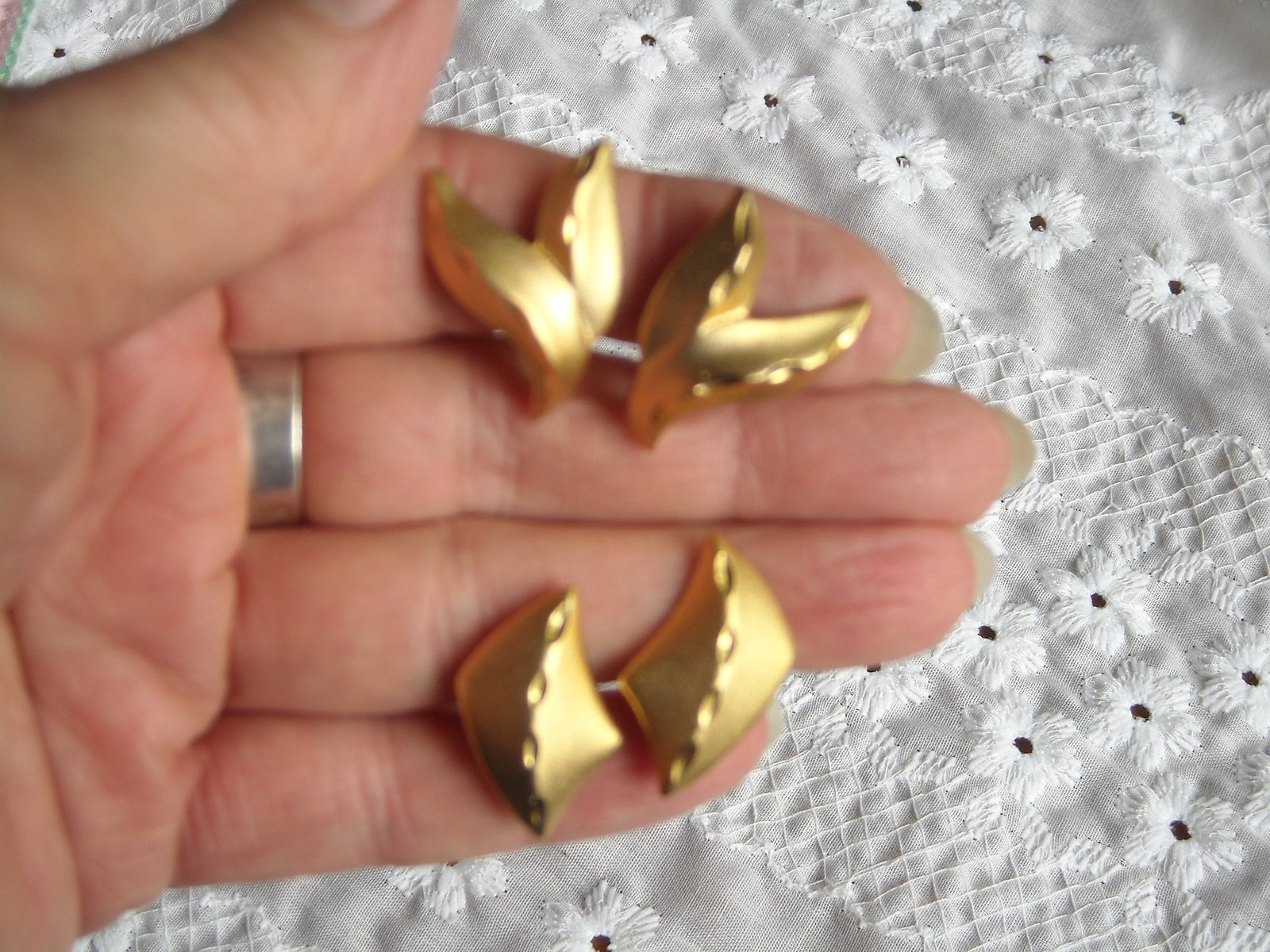 Primary image for Vintage Clip Earrings Gold Tone Matte Finish Diamond Cut Design 2 Pair High End