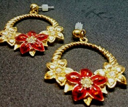 Vtg Avon Gold Tone Rhinestone Poinsettia Holiday Floral Dangle Pierced Earrings - $23.45
