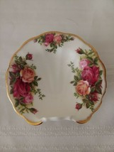 """Royal Albert Old Country Roses 4"""" Shell Shaped Tray w Curled Edge England Boxed - $18.87"""