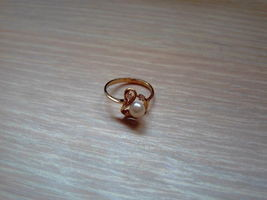 10K Plum Gold Pearl Ring w / Diamonds - $370.99