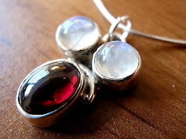 New Moonstone & Garnet Silver Pendant Handmade India - $7.04